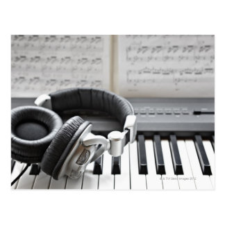 Elektrische Klavier-Tastatur Postkarte