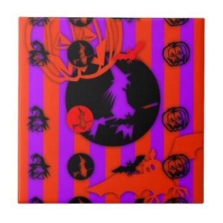 Elektrischer Pop färbt lila Hexe-Fliese Halloweens Fliese