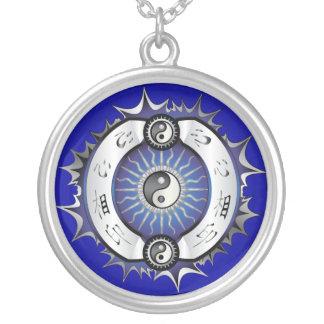 Elektrisches blaues Yin Yang Versilberte Kette