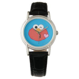 Elmo stellen das Werfen eines Kusses gegenüber Armbanduhr