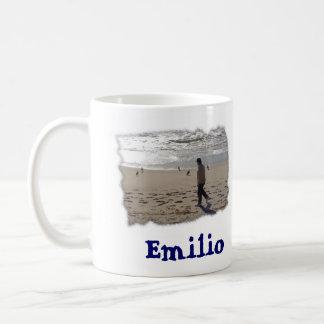 Emilio auf dem Strandrand, Emilio Kaffeetasse