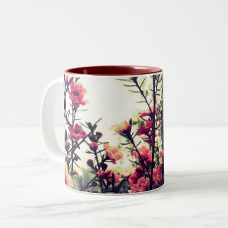 Empfindliche rosa Blumen Zweifarbige Tasse