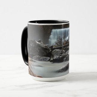 Ende der Fallkaffee-Tasse Mitte-Fälle McCloud CA Tasse