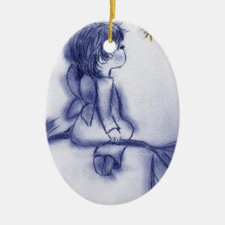 Engel, der auf einem Stern - blaue Tönung wünscht Keramik Ornament