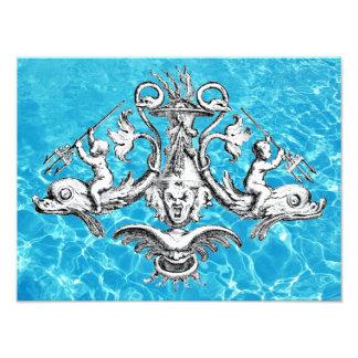 Engel, die Delphine mit Dreizacken reiten Fotodruck