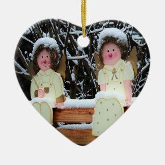 Engel im Schnee Keramik Herz-Ornament