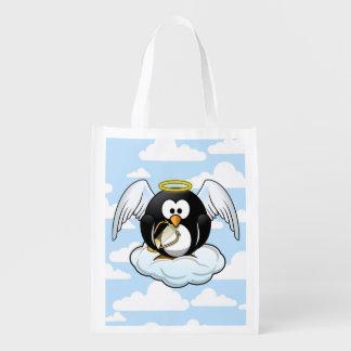 Engels-Pinguin auf einer Wolke mit Wiederverwendbare Tragetasche