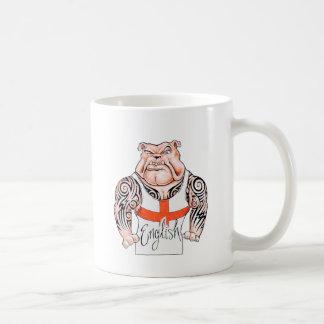 Englische Bulldogge mit Stammes- Tätowierung auf Kaffeetasse