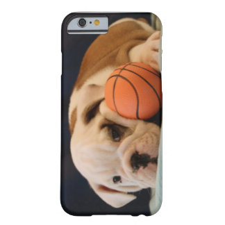 Englischer Bulldoggen-Basketball-Welpe Barely There iPhone 6 Hülle