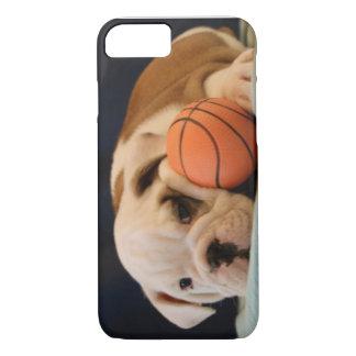 Englischer Bulldoggen-Basketball-Welpe iPhone 7 Hülle