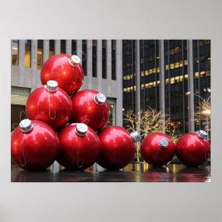 Enorme Weihnachtsball-Verzierungen in NYC Plakatdruck