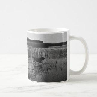 Ente, die Toby jagt Kaffeetasse