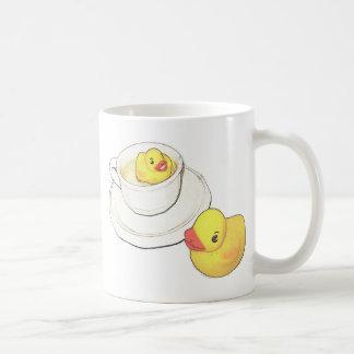Enten in einer Schale Kaffeetasse