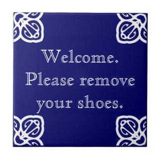 Entfernen Sie bitte Schuhe - spanisches Weiß auf Keramikfliese