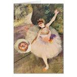 Entgasen Sie Ballerina mit Blumenstrauß der Blumen Karte