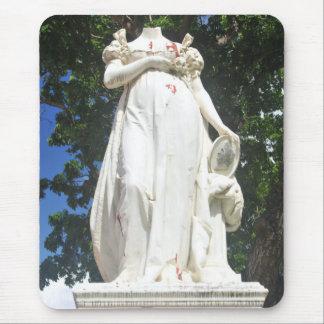 Enthauptete Statue in Martinique Mousepad