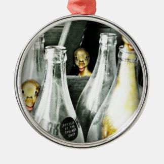 Entlein kommen in Unfug Rundes Silberfarbenes Ornament