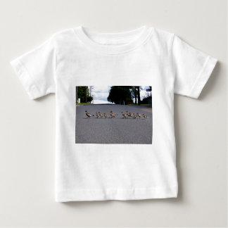 Entlein-Überfahrt Baby T-shirt