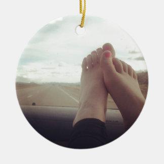 entspannen Sie sich Füße auf dem Armaturenbrett Keramik Ornament