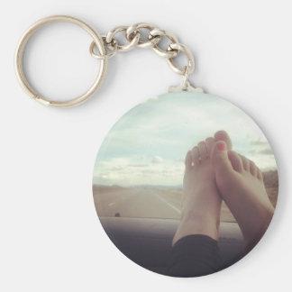 entspannen Sie sich Füße auf dem Armaturenbrett Schlüsselanhänger