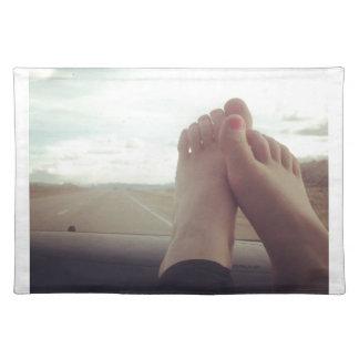 entspannen Sie sich Füße auf dem Armaturenbrett Stofftischset