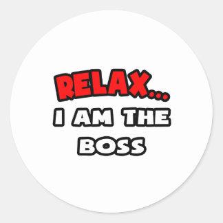 Entspannen Sie sich… mich sind der Chef Runder Aufkleber