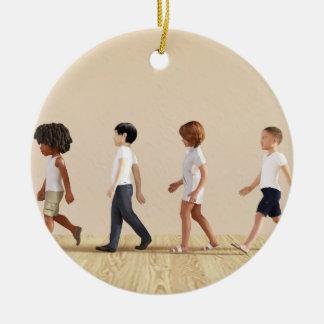 Entwicklung des Kindes mit dem Kinderlernen und Keramik Ornament