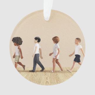 Entwicklung des Kindes mit dem Kinderlernen und Ornament
