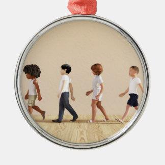 Entwicklung des Kindes mit dem Kinderlernen und Silbernes Ornament