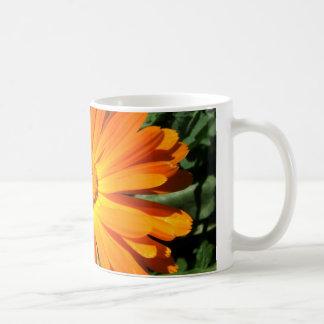 Entwurf des orange Gänseblümchens kundengerecht Kaffeetasse