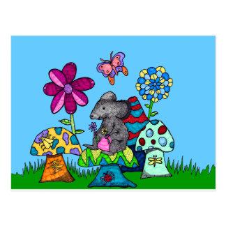 Entzückende Maus unter den Pilzen Postkarte