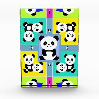 Entzückende Panda-Bärn-helle Farben Auszeichnung