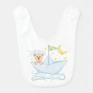 Entzückender Bär im Papierboot Babylätzchen