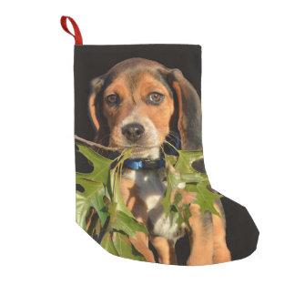 Entzückender Beagle-Welpen-tragendes Blätter Kleiner Weihnachtsstrumpf