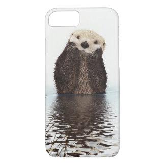 Entzückender lächelnder Otter im See iPhone 8/7 Hülle