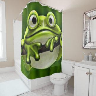 Entzückender lustiger niedlicher grüner Frosch im Duschvorhang