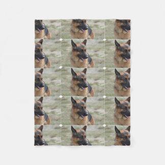 Entzückender Schäferhund Fleecedecke