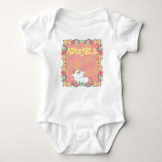 Entzückender SchlafenUnicorn und Blumen Baby Strampler