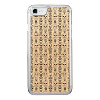 Entzückendes Eulen-Muster auf hellgelbem Carved iPhone 8/7 Hülle