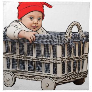 entzückendes schönes Baby in einem Korb Stoffserviette