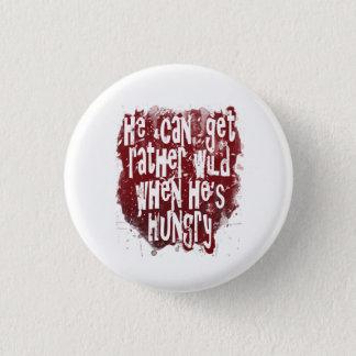 Er kann ziemlich wild erhalten, wenn er hungriges runder button 3,2 cm