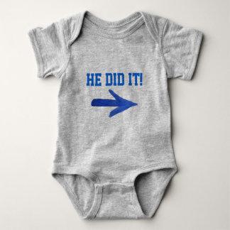 Er tat es! T-Stück Baby Strampler