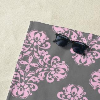 Erblassen Sie - rosa Damast auf grauem Muster Strandtuch