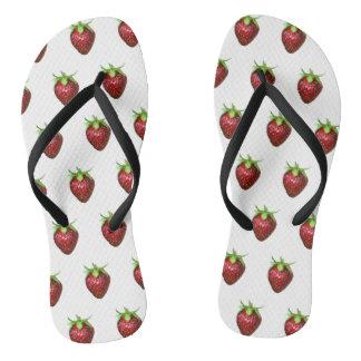 Erdbeere auf weißem Hintergrund Flip Flops