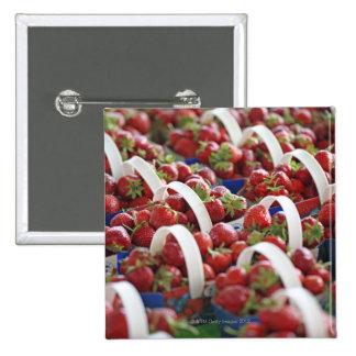 Erdbeeren an einem Marktstall Quadratischer Button 5,1 Cm