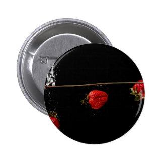 Erdbeeren im Wasser Anstecknadelbuttons