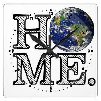 Erde ist Zuhause-Naturwissenschaftler-Haus-Wärmer Quadratische Wanduhr