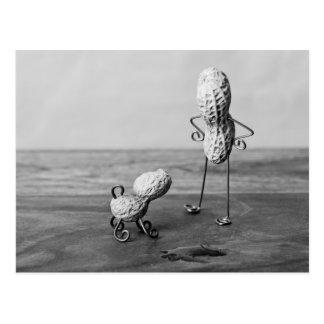 Erdnuss-Mann und Hund Postkarte