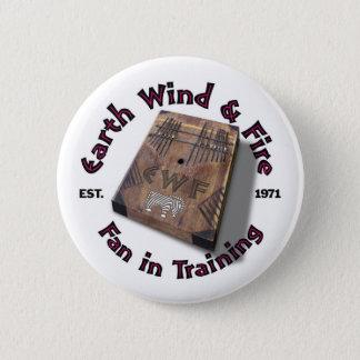 Erdwind-und -feuer-Fan bei der Ausbildung ringsum Runder Button 5,1 Cm