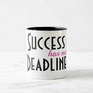 Erfolg hat keine Frist Zweifarbige Tasse